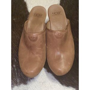 UGG distressed leather clog size 9